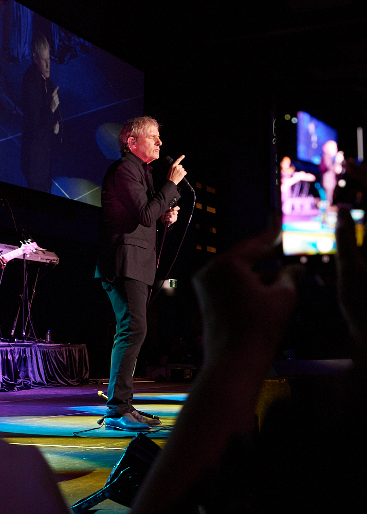 Michael Bolton Singing