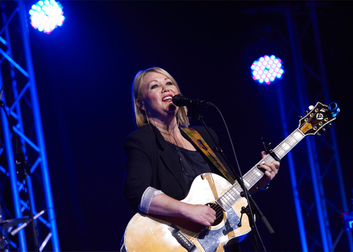 Jann Arden performs at Crohn's and Colitis Canada's 2017 Gala